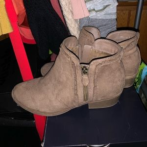 American eagle booties